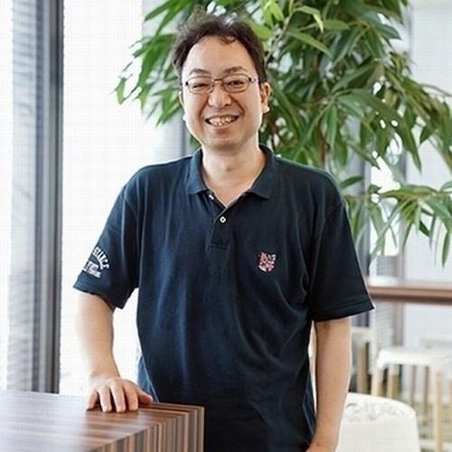 関口 浩之 さん 上半身が写った笑顔の画像